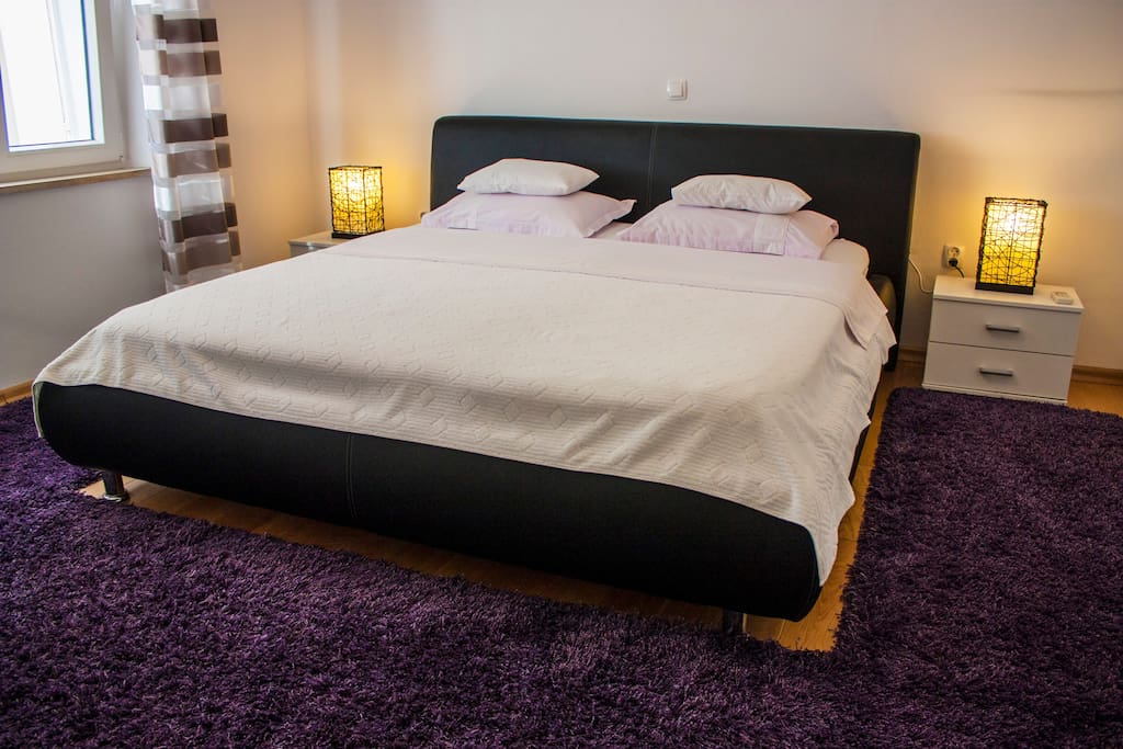 King size bed,AC