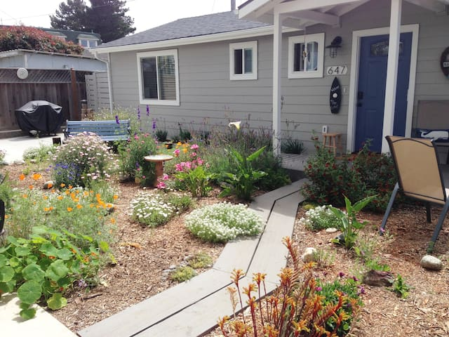The Cottage - Peaceful - walk to Embarcadero