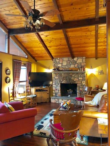 Hideout Heaven in the Poconos Lots amenities