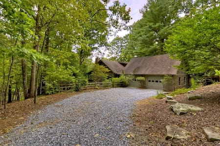 Peace Lake Waterfront Cabin - Ellijay
