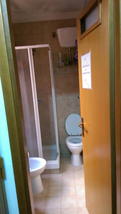 WC-shower (shared with 3 woman)