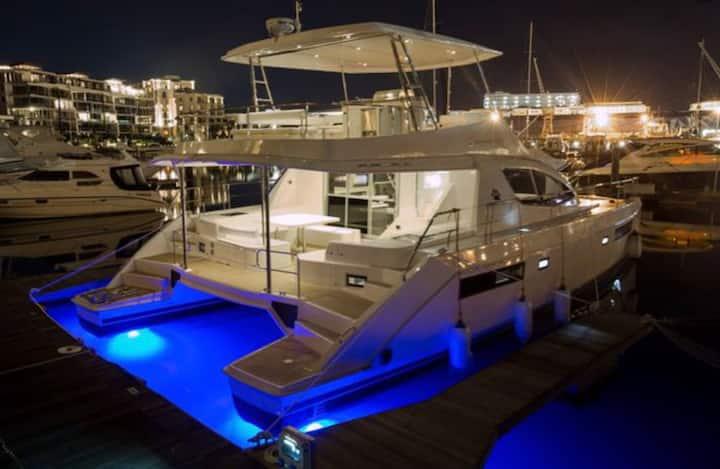 Logement Catamaran 160m2 à quai 6/7 pers Propriano