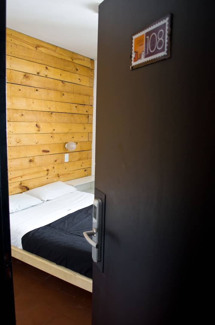 HAB SINGLE BAÑO PRIVADO - SINGLE ROOM PRIVATE BATH