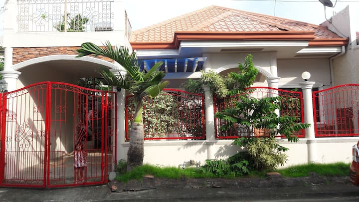 cozy safe bungalow in the heart of the city