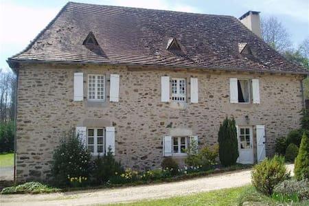 Aillac - La Chataigne - Hus