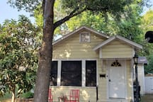Cottage in downtown Historical Gonzales Texas