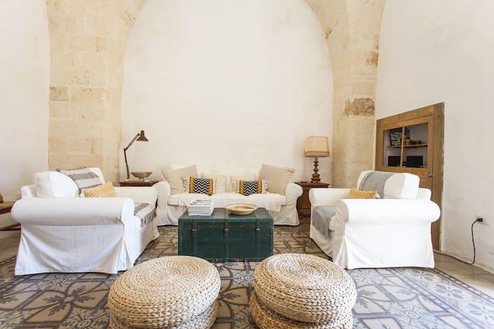 Comfortable vaulted living room with balcony overlooks Santa Maria al Tempio
