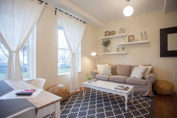 Bright & Comfy 1 Bedroom Apt Queen West - Toronto - Departamento