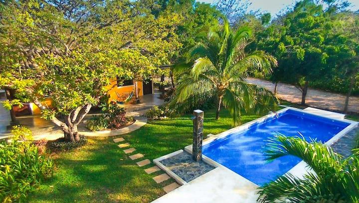 MINI VILLA facing the pool in quiet tropical parc