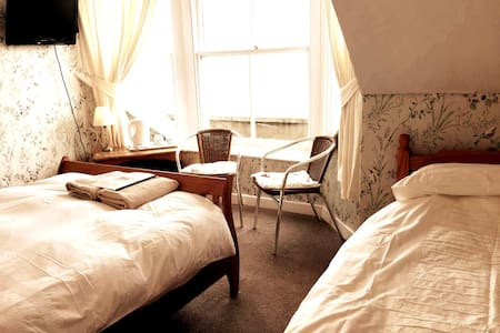 Cosy top floor double/triple en suite room with outstanding sea views over Weymouth Bay and beyond to the Jurassic Coast - perfect for relaxing and a brilliant base for exploring all that stunning Dorset has to offer