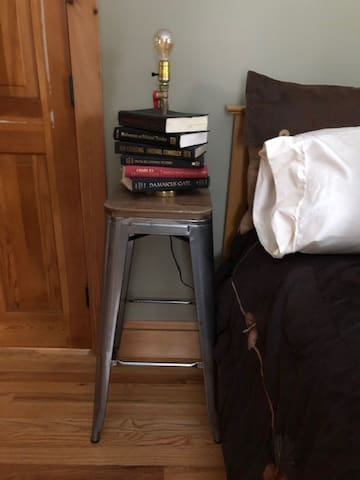 Nightstand & lamp in Forest View