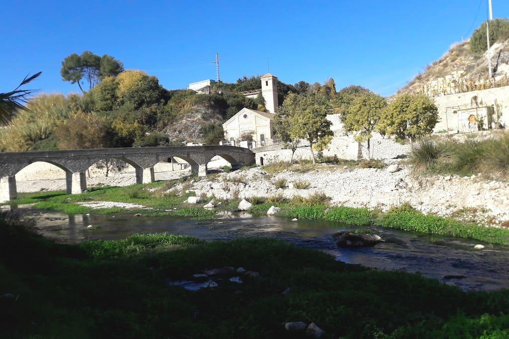 Antigua Hidroeléctrica y Puente viejo