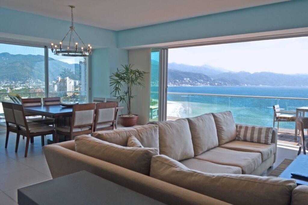 open floor plan - living room / dining room