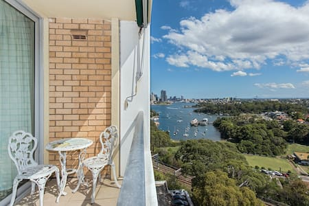Stunning Harbour View Home - Waverton - Daire