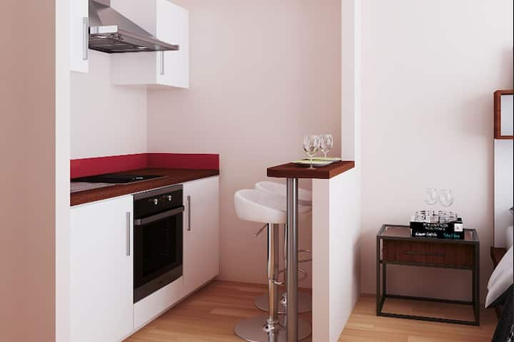 Student Only Property: Tidy Studio Second Floor - LOS 12 months 10% off