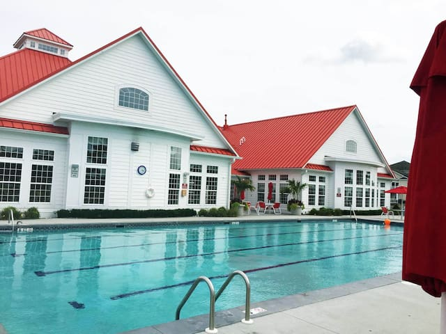 NEW Relax in affordable luxury 2 miles from beach