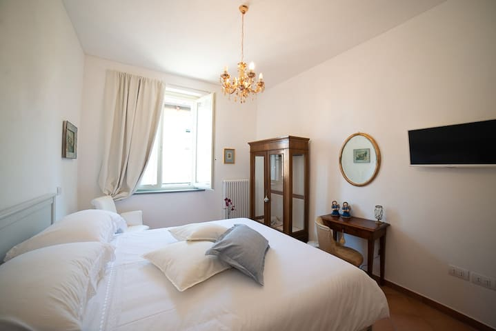 BB Fano Porta Augustea - Camera Matrimoniale Iulia