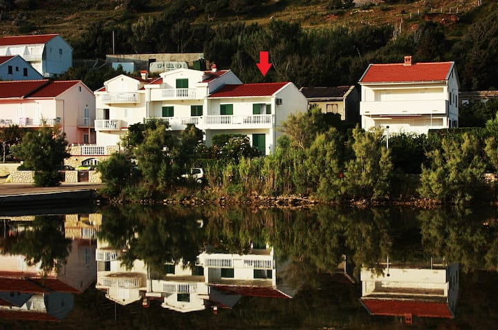 Capić Apartman 1 close to the beach