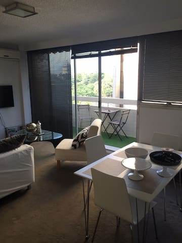 City Apt, Garden Views & Balcony - Melbourne - Apartment