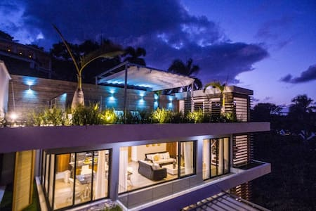 5* BEACHVIEW PENTHOUSE W/ ROOFTOP TERRACE &JACUZZI
