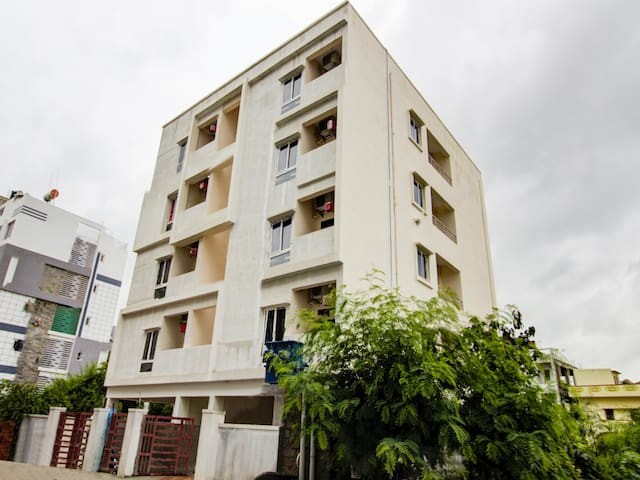OYO - Lively 1BR Hideout in Hyderabad - Trending Now!₹