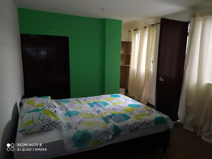 Habitación con baño privado en lindo hostal en Med