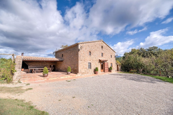 Rustic farm house dating back to the XVIII century with private swimming pool