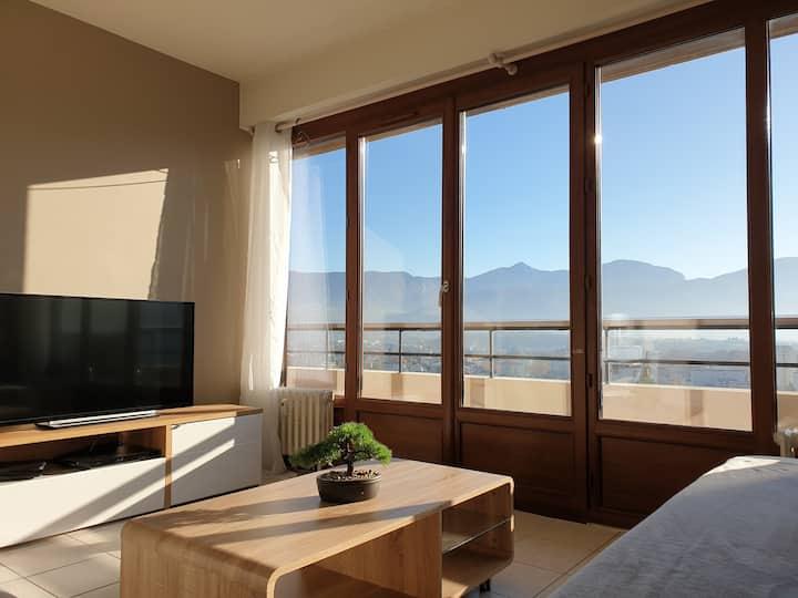 Studio avec balcon et vue imprenable - wifi