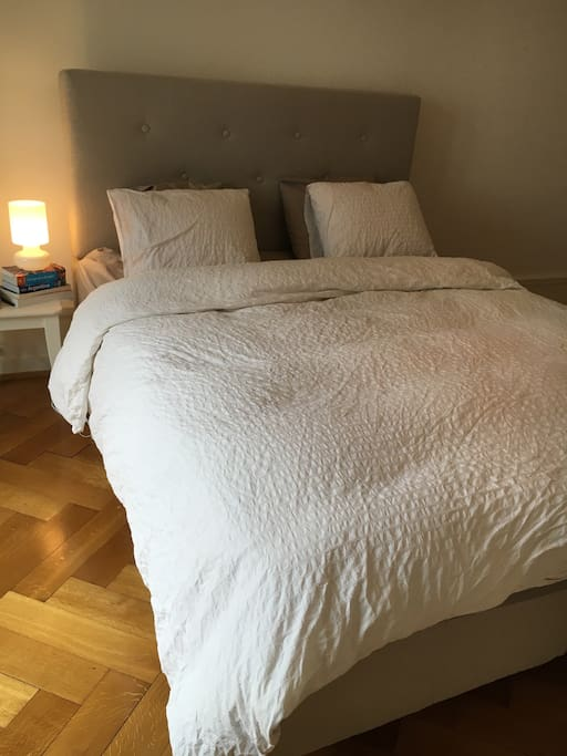 Comfortable queen size bed with soft linens