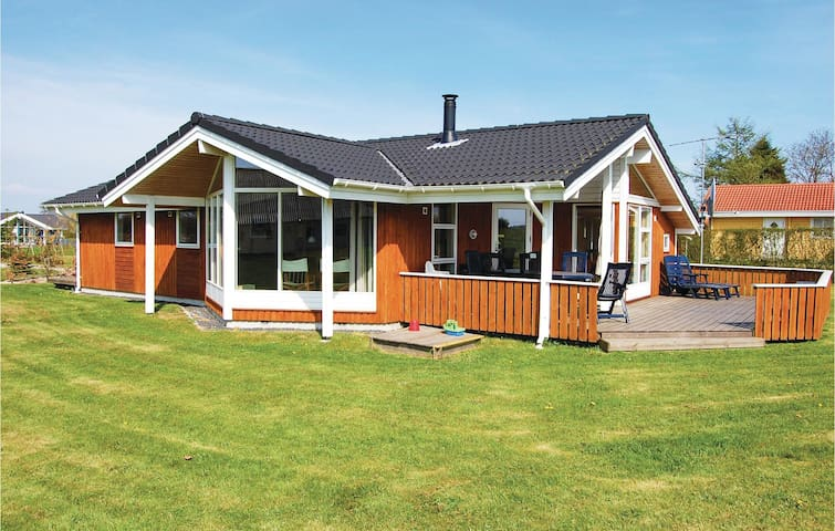 Holiday cottage with 3 bedrooms on 93 m² in Børkop