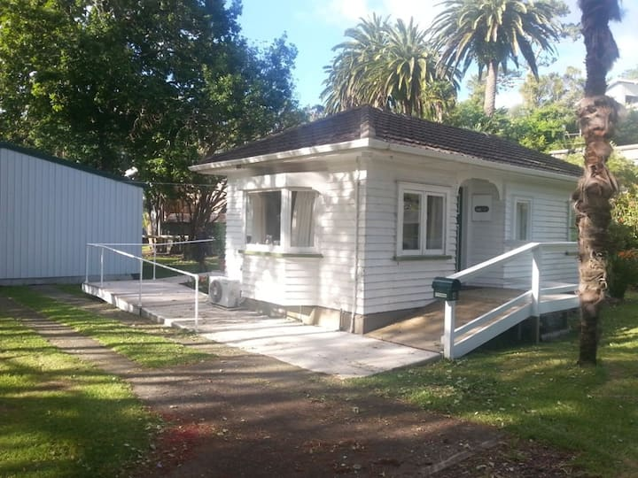 Matauwhi Bay Cottage