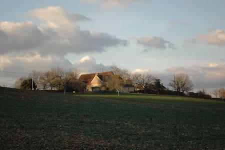 Charming scenic 18th century farm - Ajat