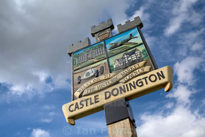 Guidebook for Castle Donington