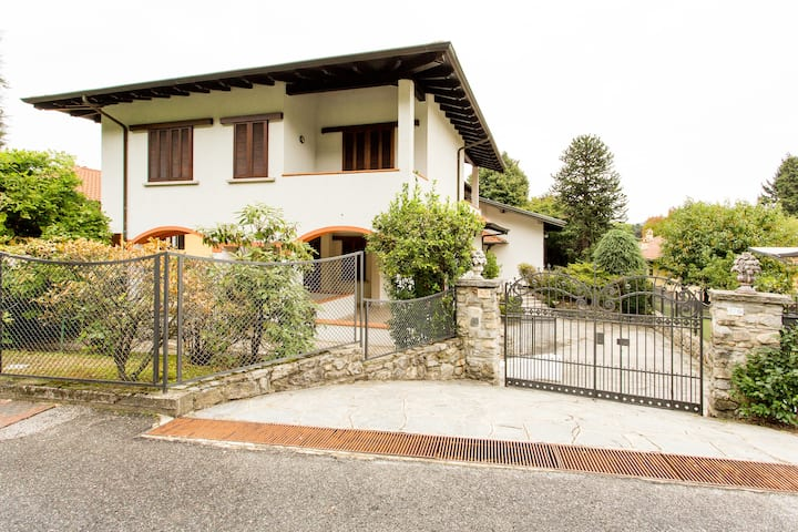 Large Lake Maggiore villa with beach access. Short walk to village centre.