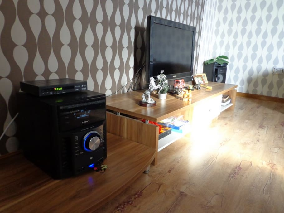 massive music collection/ satellite TV and comfy sofa lounge!