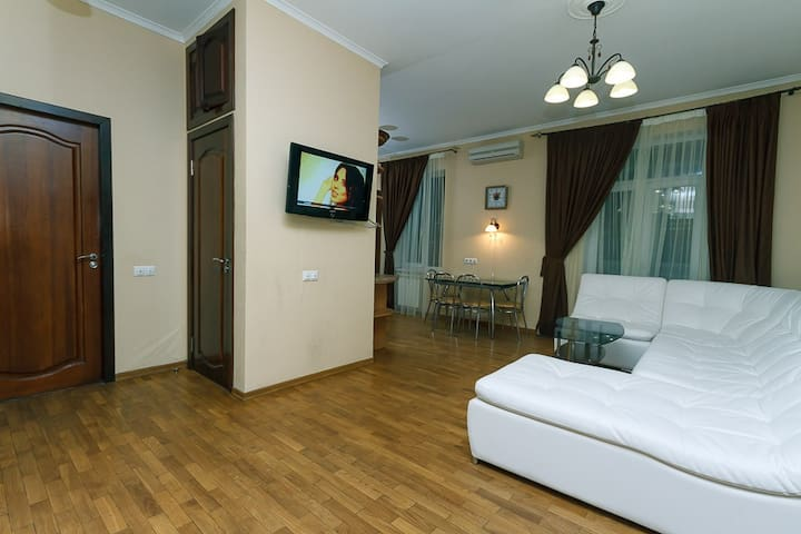 TOP 2 bdrm flat Khreshatyk 13, 51