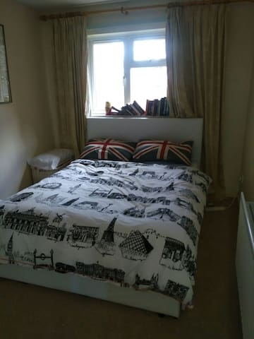 A lovely double room max 2 wk stay - Bedford - Apartamento