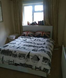 A lovely double room max 2 wk stay - Bedford - Apartment