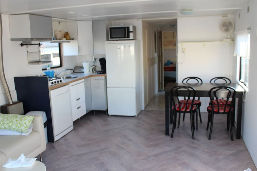 Small kitchen and dining tabel for 4 people