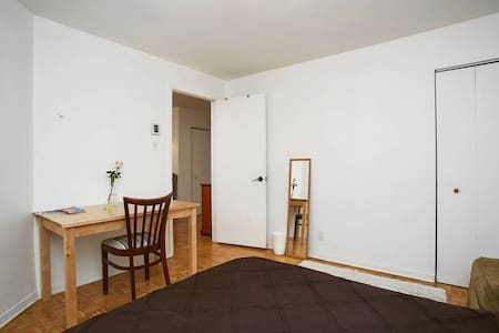 Private big room, heart of Plateau - Montreal