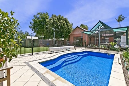 Spacious house, central loc., pool - Torrensville
