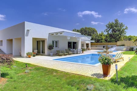 Duplex house/2 swimmingpools - Kanfanar - Dům