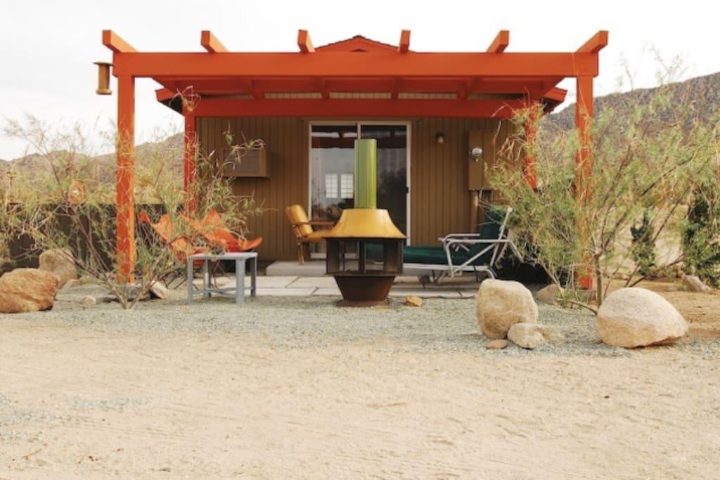 Luna mesa joshua tree cabins for rent in joshua tree for Airbnb cabins california