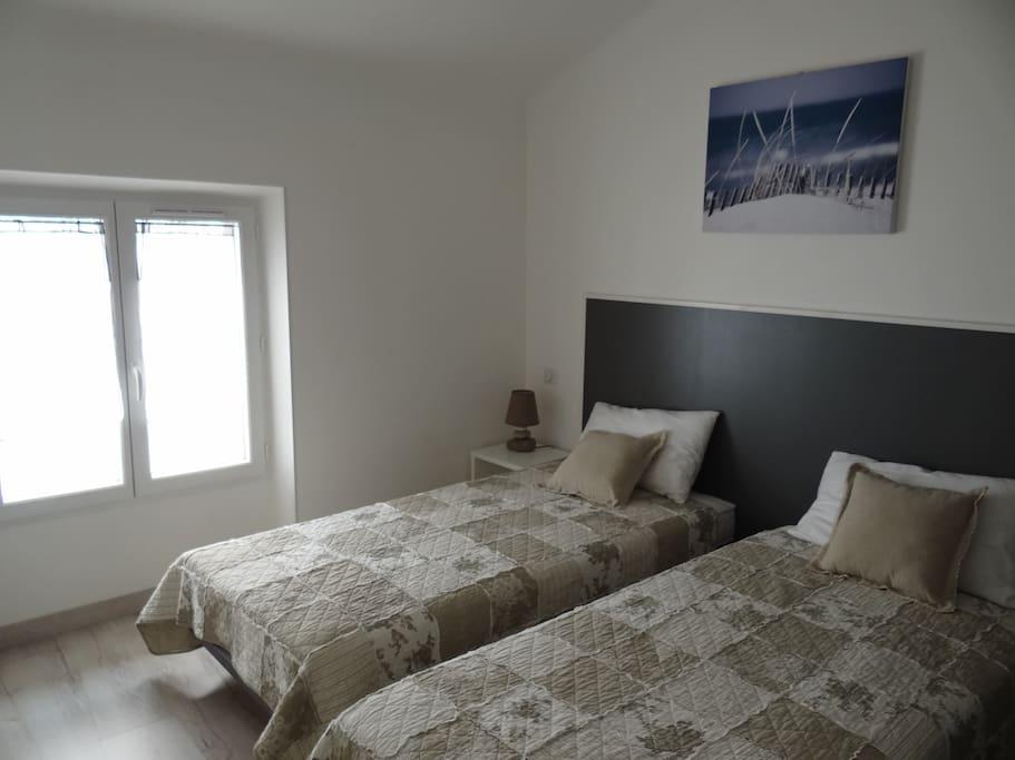 Chambre 1, 2 lits en 90