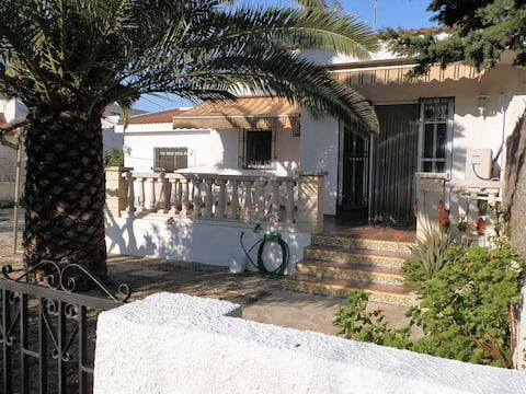 CASA FENU,Ideal house for your holidays near the sea, free wifi, air conditioning, pets allowed, dog's beach.