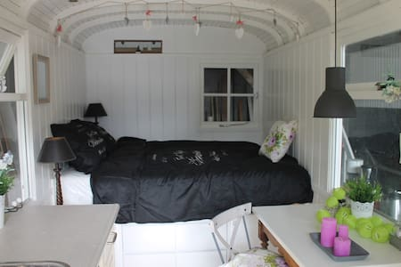 Romantic Gipsy caravan/Roulotte 2p. - Loupiac - Blockhütte