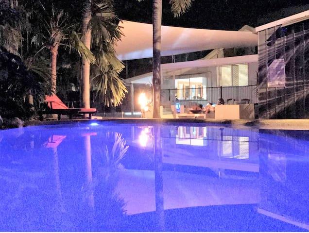 ♥ Cutest Beach House with Huge Pool & Wifi ♥