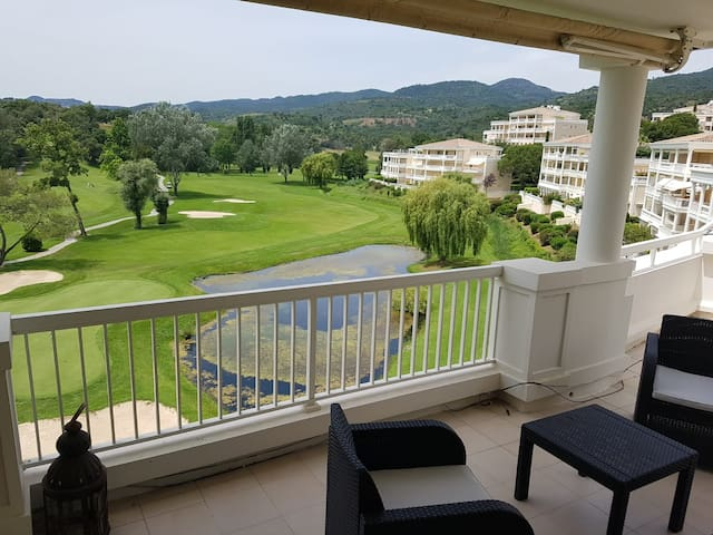 Beautiful apartment for 4 on golf course.