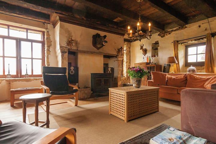Gîte confortable en Aquitaine avec cheminée