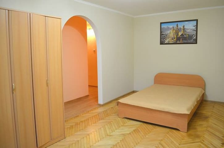 l131 Good 2-komn apartment. Lviv - Львів - Apartemen